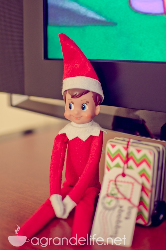 elf on the shelf ideas-37