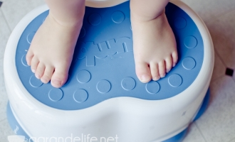 potty training tips with bumbo-1