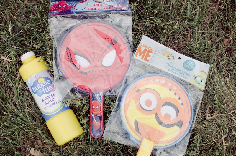 create a summer fun bucket from the dollar store-1