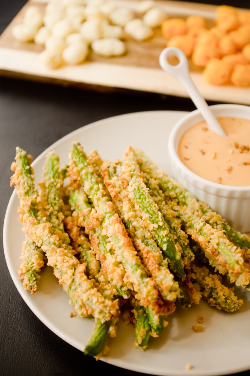 Oven Baked Green Bean Fries with Creamy Sriracha Sauce-4