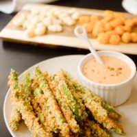 Oven Baked Green Bean Fries with Creamy Sriracha Sauce