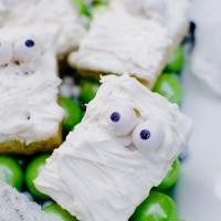 Easy Halloween Treats: Mummy Treats