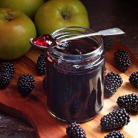 Easy Blackberry & Apple Jelly with step-by-step video tutorial!
