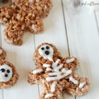 Easy Halloween Party Treats: Skeleton Rice Krispies