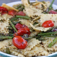 Pesto Ravioli With Asparagus & Tomatoes